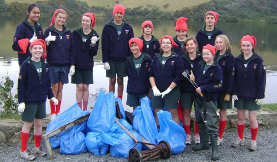 Tahuna Intermediate students with rubbish they collected from Tomahawk Lagoon.