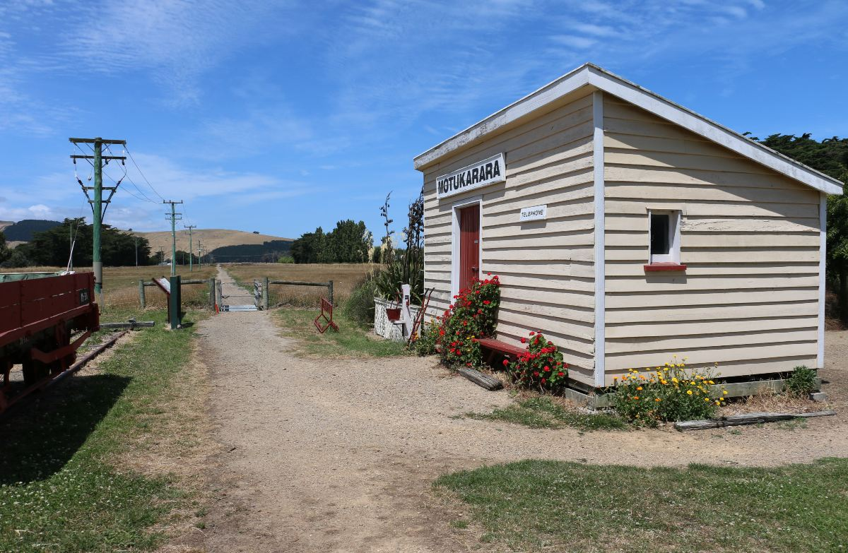 Christchurch to Little River Rail Trail: Mountain biking in Lake Ellesmere/Te Waihora area, Canterbury region