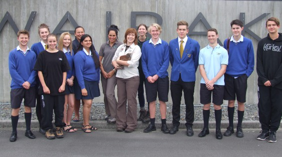 Tauhara College students at Kindara's farewell from the Wairakei Golf + Sanctuary where he reached stoat-proof weight.