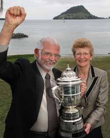 Mark Dean and the Minister of Conservation, Hon Kate Wilkinson, holding the Loder Cup. Photo courtesy of Vision Media for NGIA.