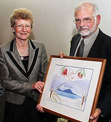 Mark Dean and the Minister of Conservation, Hon Kate Wilkinson. Photo courtesy of Vision Media for NGIA.