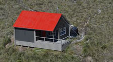 Tarn Ridge Hut after it was painted.