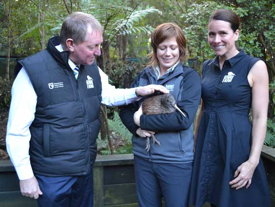 Environment Minister Nick Smith used a visit to Rotorua's Rainbow Springs Kiwi Encounter to announce $744,000 in Government funding for Kiwis for kiwi, as well as getting a chance to get up close and personal with our national bird.