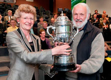 Minister of Conservation Kate Wilkinson presents the Loder Cup to Dr Colin Burrows.