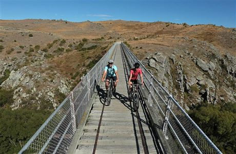 Cyclists on the Otago Central Rail Trail.