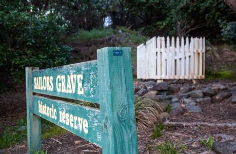 Sailor's Grave sign