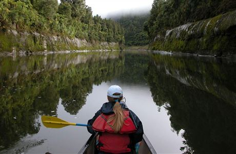 Canoer on the Whanganui Journey