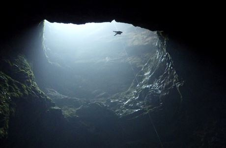 Descending the 176 metre pitch into Harwood's Hole. Image: Paul Rowe | CC BY-NC 2.0.
