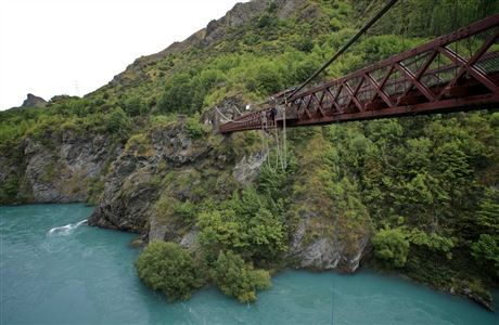 Kawarau Suspension Bridge.