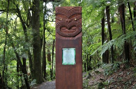Maori pou (carved pillar) greets visitors at the start of the Waireinga or Bridal Veil Falls walk.