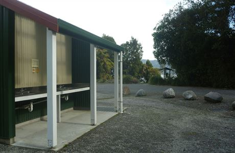 Facilities at Otto/MacDonalds campsite.