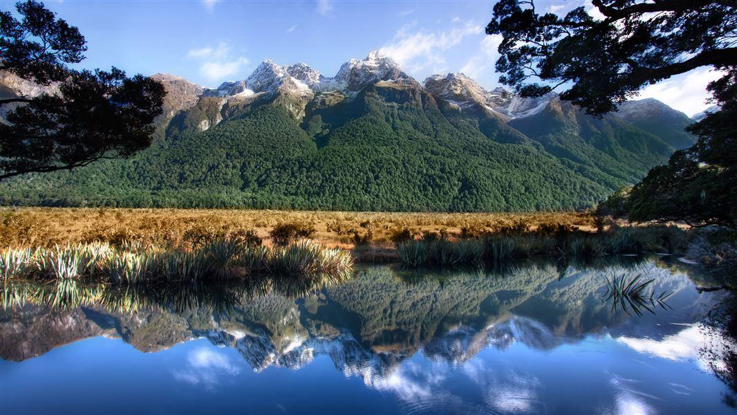 milford sound - mirror lakes